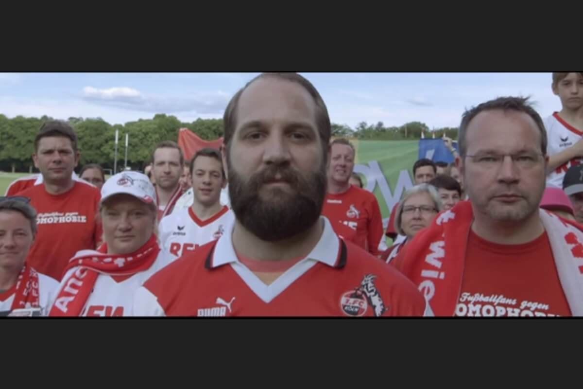 Nahaufnahme von Fans des 1. FC Köln aus dem Video »Der Tag wird kommen«