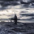 Ein U-Boot ist aus dem Ozean aufgetaucht